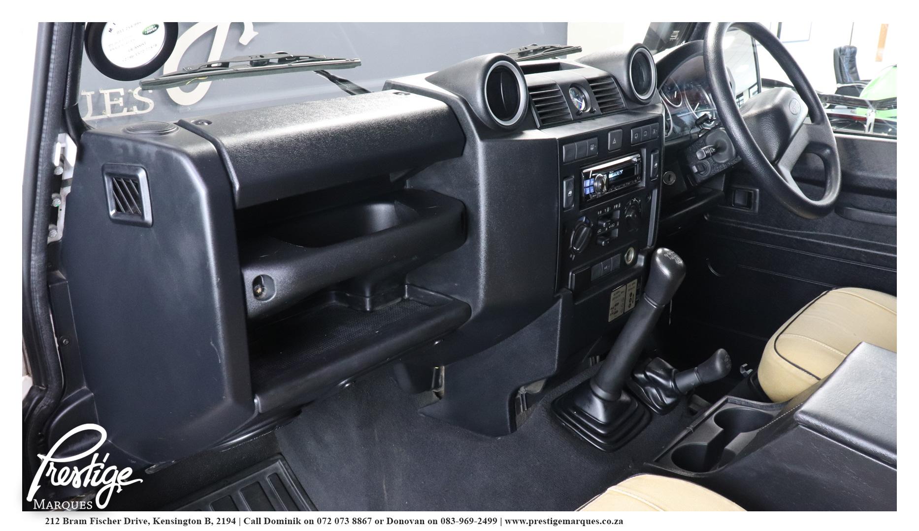 Land-Rover-Defender-110-2.5D-Prestige-Marques-11